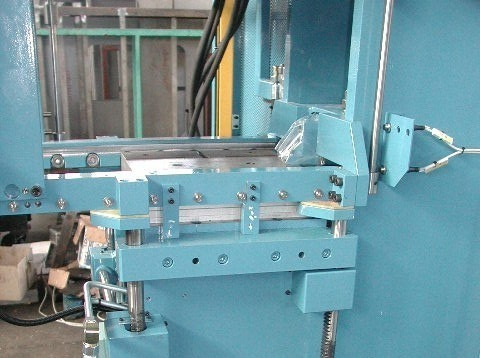 C-frame injection molding machines - RKN
